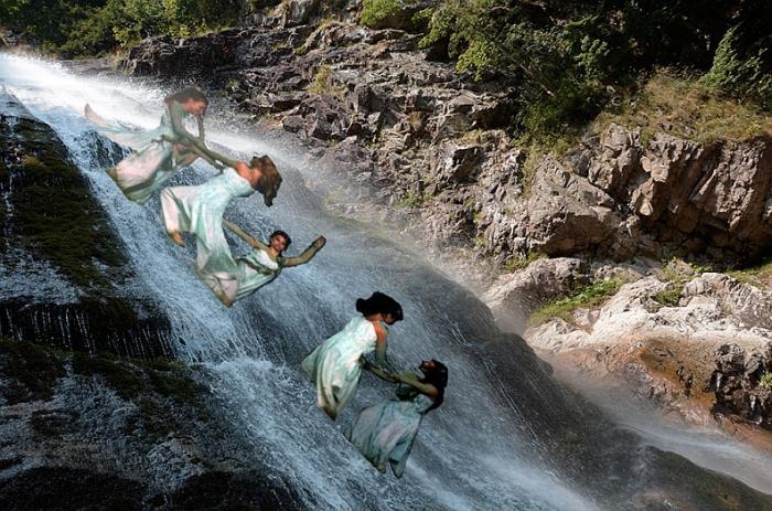 Relaxace pod vodopádem